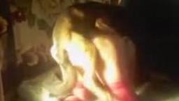 Полюбовница в бардовых чулках дерзнула на зоопорно еблю с кобельком